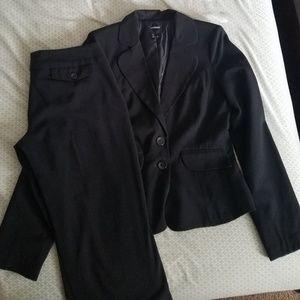 Woman's Business Suit Set